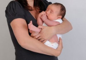 Baby-geborgen-in-armen-web-3